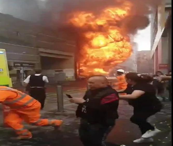 Grande explosão atinge estação de metrô de Londres