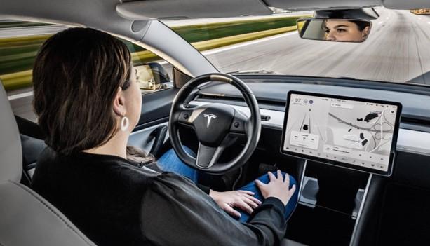 Carro da Tesla tem tecnologia militar por satélites.