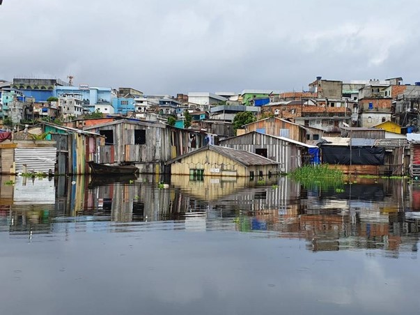 BRASIL: Rio Negro registra a maior cheia em 119 anos em Manaus.