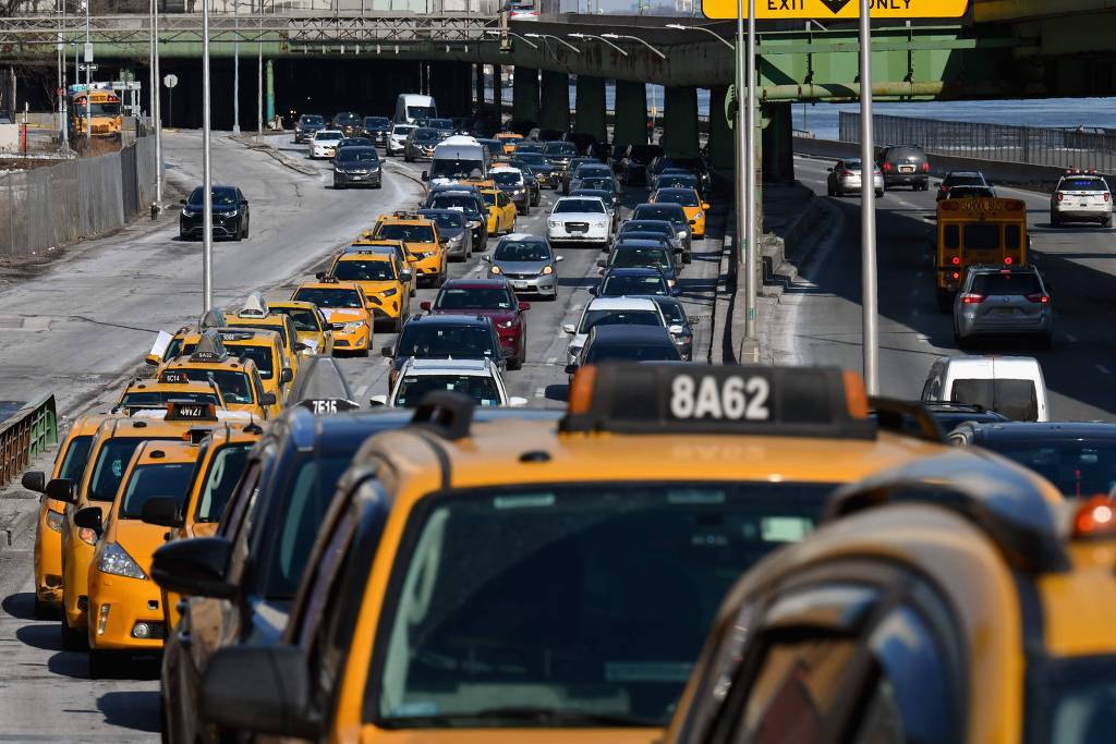 Mais baratos que Uber, táxis de Nova York voltam a ganhar público