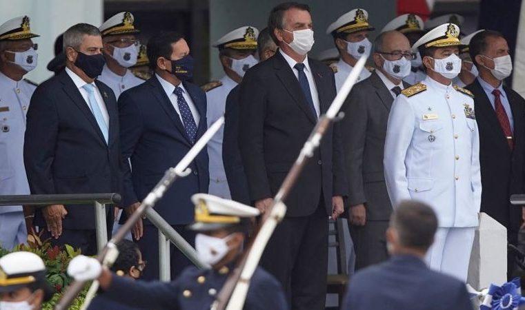 Risco de golpe cresceu na América Latina, mas militares brasileiros preferem 'bastidores', diz professor de Harvard