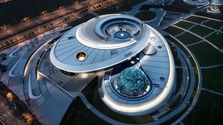 China inaugura museu gigante inspirado em órbitas e geometria do universo