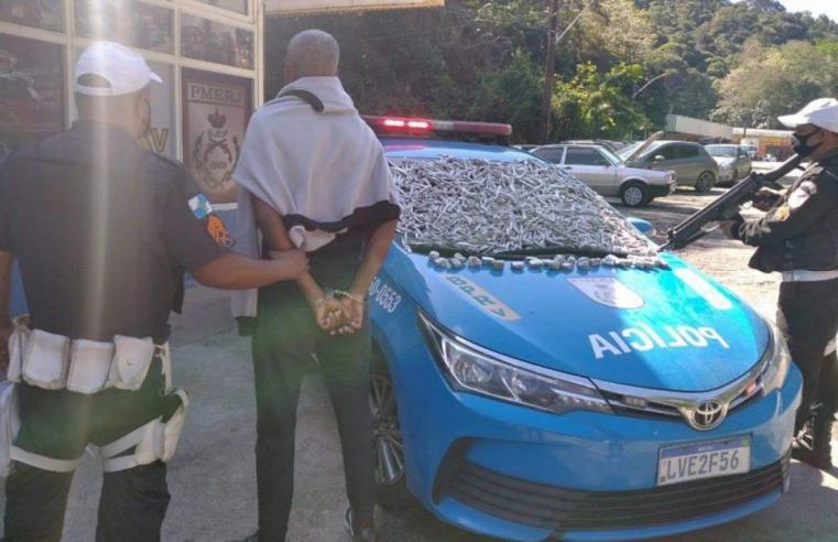 SAQUAREMA, RJ – Homem preso na serra do Matogrosso com carregamento de drogas.
